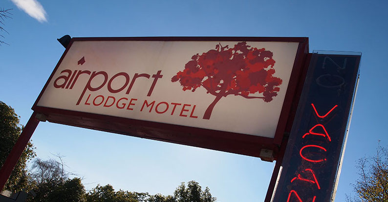 Airportlodge Sign